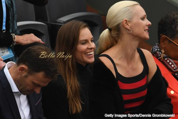 PARIS, FRANCE - JUNE 05: Actress Hilary Swank (C) attends the Men's Singles final match between Novak Djokovic of Serbia and Andy Murray of Great Britain on day fifteen of the 2016 French Open at Roland Garros on June 5, 2016 in Paris, France. (Photo by Dennis Grombkowski/Getty Images)