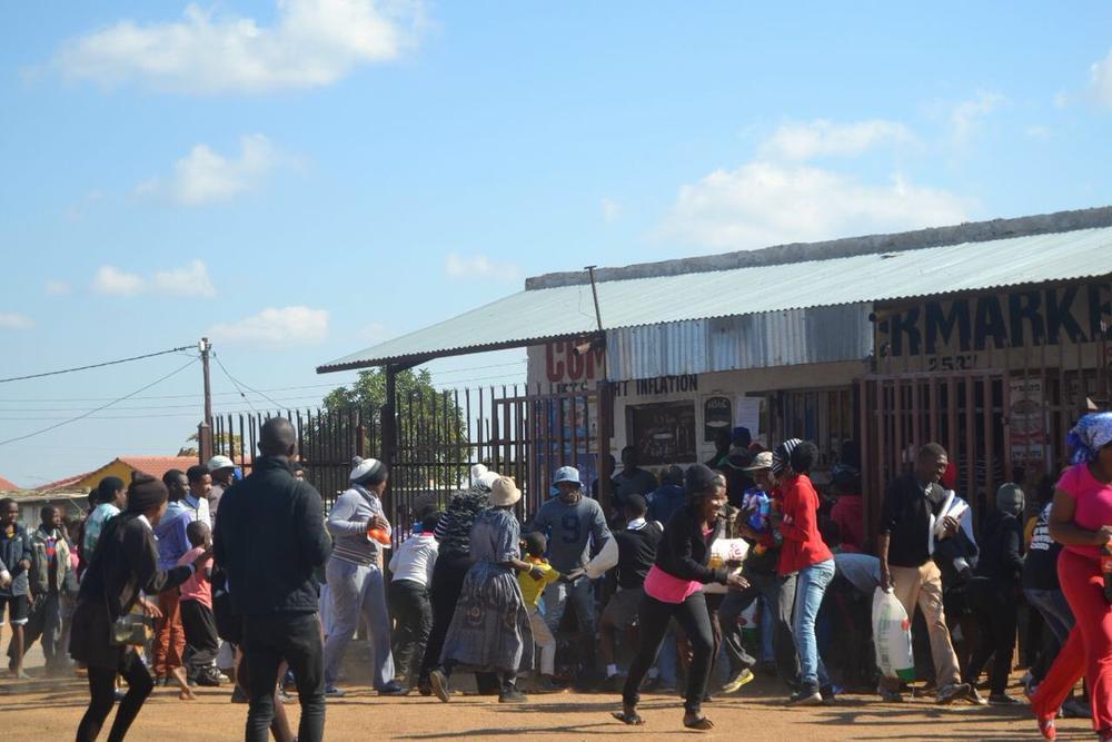 TshwaneUnrest-Looting