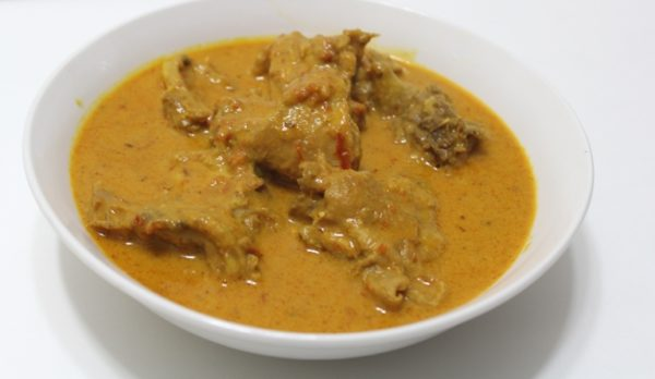 a plate of chicken curry