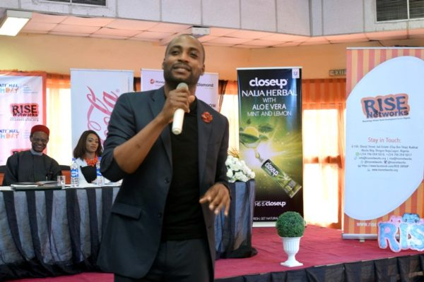 Guest Speaker Okechukwu Ofili of Okada Books delivering his speech at the #IYD2016NG event.