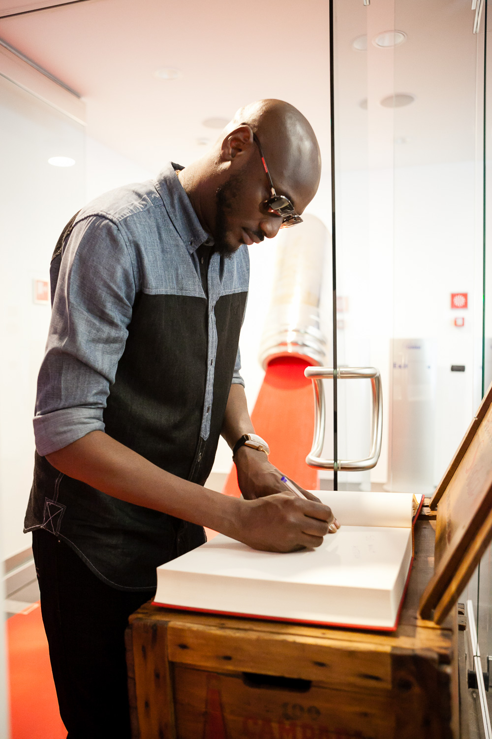 2Baba at Home of Campari putting down his name in the book of legends