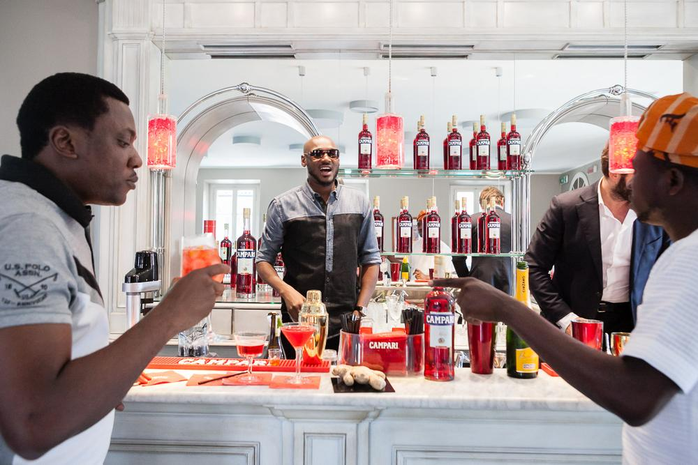 2Baba mixing signature cocktails for Abayomi Ajao and Ayeni Adekunle