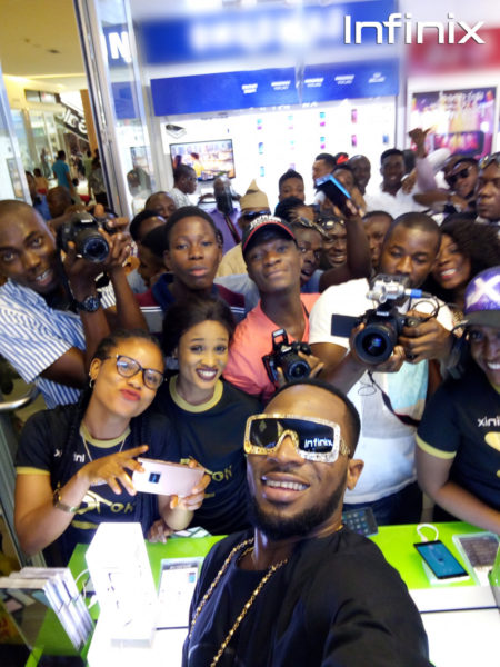 Dbanj taking selfie with Infinix hot s and fans