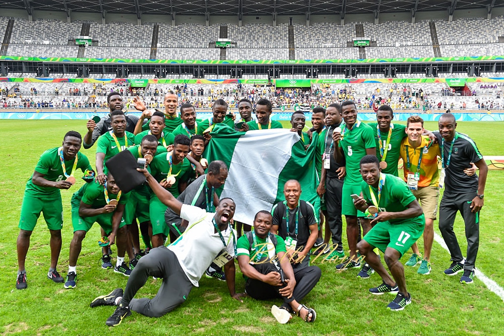 BELO HORIZONTE, BRAZIL - AUGUST 20: Nigeria players celebrate the bronze medal after the match between Nigeria and Honduras as part of Men`s Football - Olympics at Mineirao Stadium on August 20, 2016 in Belo Horizonte, Brazil. (Photo by Pedro Vilela/Getty Images)