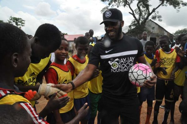 Okocha at 43 with IDP in Abuja 7