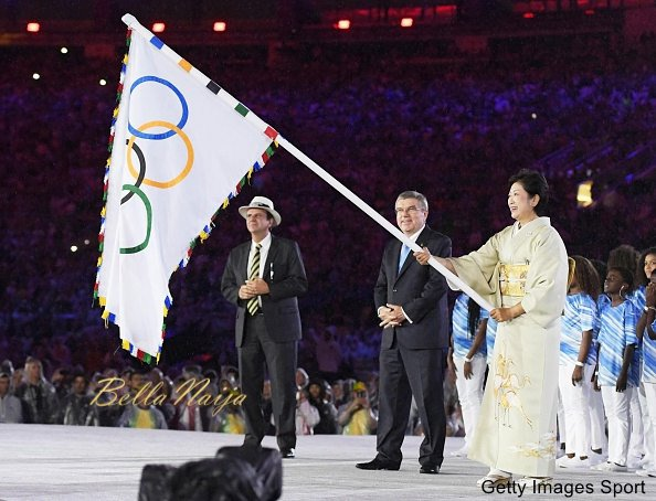 Tokyo Gov. Yuriko Koike waves the Olympic flag as International Olympic Committee President Thomas Bach (C) and Rio de Janeiro Mayor Eduardo Paes look on, during the closing ceremony of the Rio de Janeiro Olympics on Aug. 21, 2016. (Kyodo) ==Kyodo