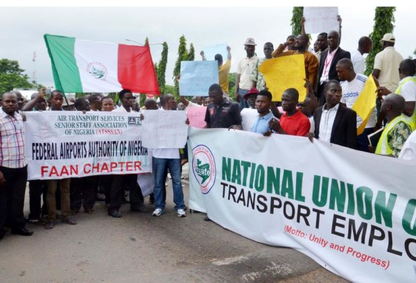 MEMBERS OF THE NATIONAL UNION OF AIR TRANSPORT EMPLOYEES PROTESTING AGAINST THE PLANNED CONCESSION OF AIRPORTS BY THE FEDERAL GOVERNMENT AT THE NNAMDI AZIKIWE INTERNATIONAL AIRPORT IN ABUJA ON TUESDAY  (23/8/16). 5904/23/8/2016/JAU/BJO/NAN