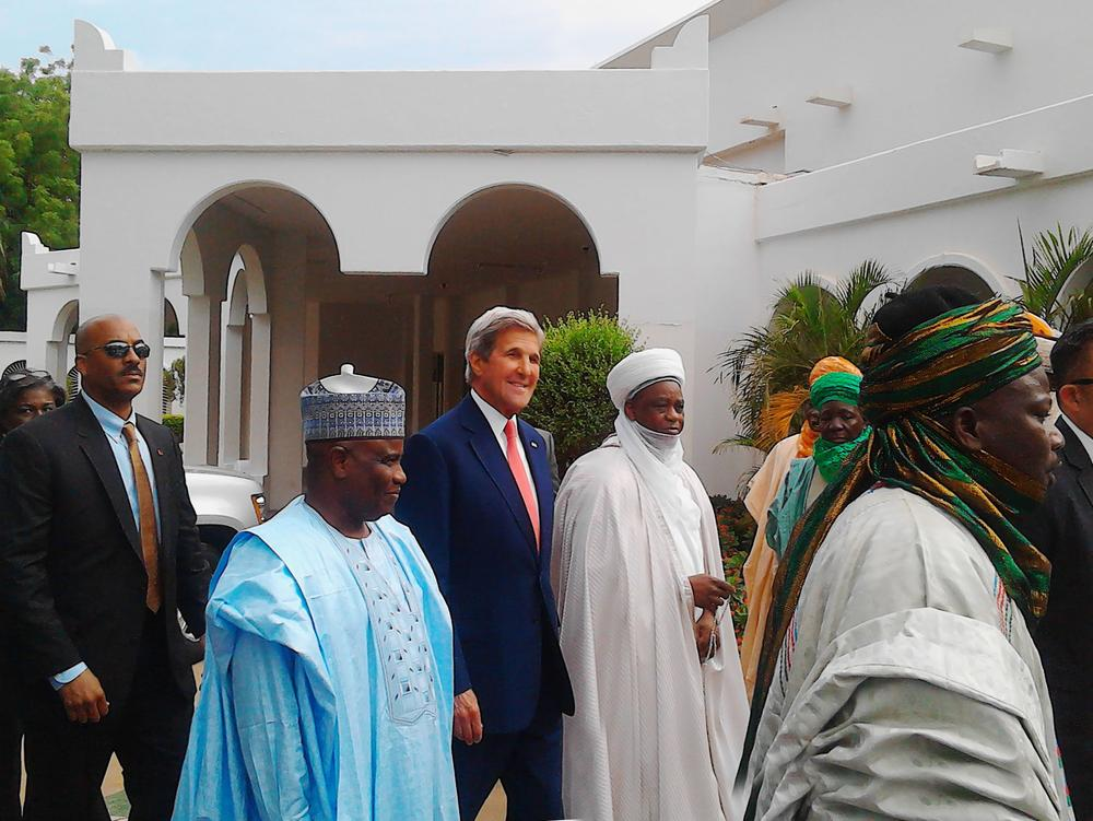 PIC. 3. FROM LEFT: GOV. AMINU TAMBUWAL OF SOKOTO STATE; THE U.S. SECRETARY OF STATE, MR JOHN KERRY; AND THE SULTAN OF SOKOTO, ALHAJI SA'AD  ABUBAKAR III , DURING KERRY'S ARRIVAL ON A COURTESY VISIT TO THE SULTAN'S PALACE IN SOKOTO ON TUESDAY(23/8/16). 5898/23/8/2016/ BRM/BJO/NAN
