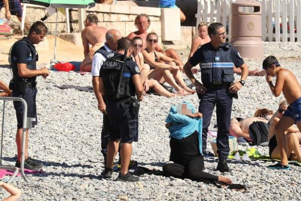 Police Orders woman to remove her 'burkinis' at the promenade des anglais beach in Nice.