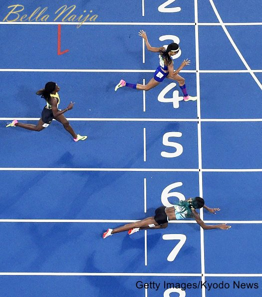 Shaunae Miller of the Bahamas (lane 7) dives across the finish line to capture gold in the women's 400-meter final at the Rio de Janeiro Olympics on Aug. 15, 2016. Allyson Felix of the United States (lane 4) and Shericka Jackson of Jamaica (lane 5) took silver and bronze, respectively. (Kyodo)==Kyodo