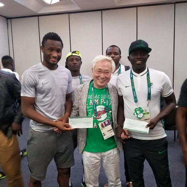 Coach Siasia and Captain Mikel receiving the cheques from Dr. Takasu