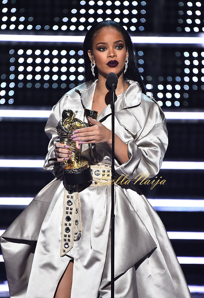 NEW YORK, NY - AUGUST 28:  Rihanna accepts the The Video Vanguard Award during the 2016 MTV Video Music Awards at Madison Square Garden on August 28, 2016 in New York City.  (Photo by Theo Wargo/MTV1617/Getty Images for MTV)