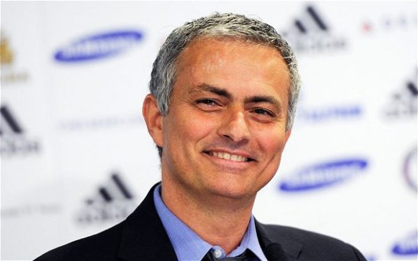Jose Mourinho smiling at a press conference(1)