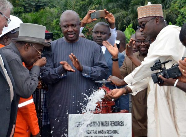 PIC.42. MINISTER OF WATER RESOURCES, MR SULEIMAN ADAMU (R) INAGURATING THE CENTRAL OGBIA REGIONAL WATER SUPPLY PROJECT IN OTUOKE, BAYELSA, ON THURSDAY (8/9/16). WITH HIM ARE: MINISTER OF STATE FOR AGRICULTURE AND RURAL DEVELOPMENT, SEN. HEINEKEN LOKPOBILI (M) AND REPRESENTATIVE OF THE GOVERNOR OF BAYELSA, MR SERINA-DOUKUBO ADASPIFF. ABOUT 130,000 PEOPLE FROM 13 COMMUNITIES ARE EXPECTED TO BENEFIT FROM THE N5.9BILLION WATER PROJECT. 6870/8/9/2016/JAU/BJO/NAN