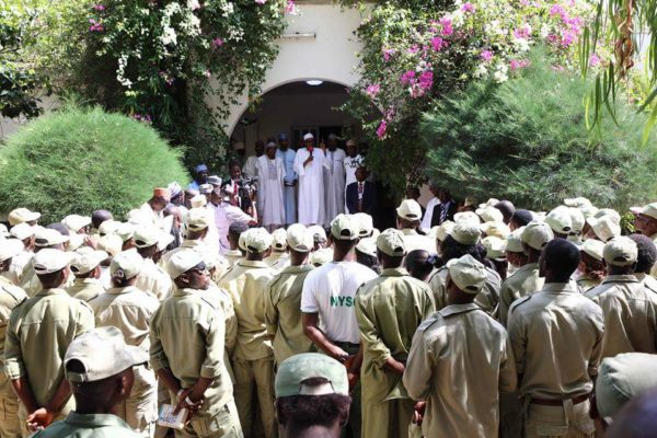 President Buhari Meets NYSC Members in Daura2