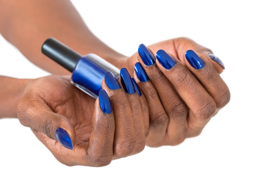 dreamstime_blue nails manicure nail polish