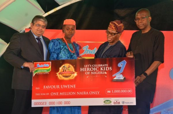 l-r: group managing director, dufil prima foods plc, mr deepak singhal; winners, physical bravery category, 2016 indomie independence day awards for heroes ofnigeria (iida), favour uwene; former cbn governor, chief joseph sanusi and chief executive, stanbic ibtc bank, mr yinka sanni at the 2016 iida held in lagos.