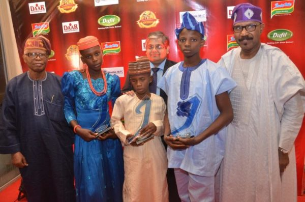l-r: former cbn governor, chief joseph sanusi; winners, physical bravery and social bravery categories, 2016 indomie independence day awards for heroes ofnigeria (iida), favour uwene and salisu ibrahim; group managing director, dufil prima foods plc, mr deepak singhal; winner, intellectual bravery category, 2016 indomie independence day awards (iida), babatimileyin daomi, and senator olurunnimbe mamora, at the 2016 iida held in lagos.