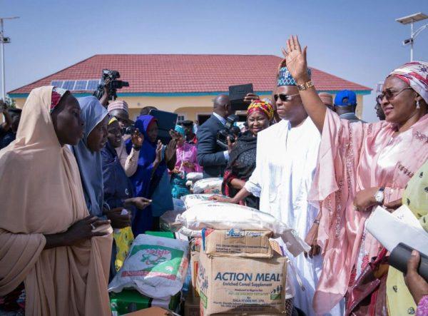 Aisha Buhari Donates Food Stuff to Kaga Community2