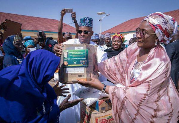 Aisha Buhari Donates Food Stuff to Kaga Community3