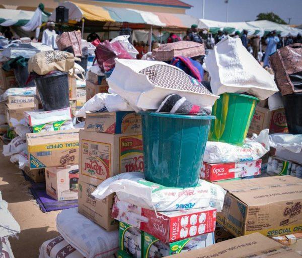 Aisha Buhari Donates Food Stuff to Kaga Community5