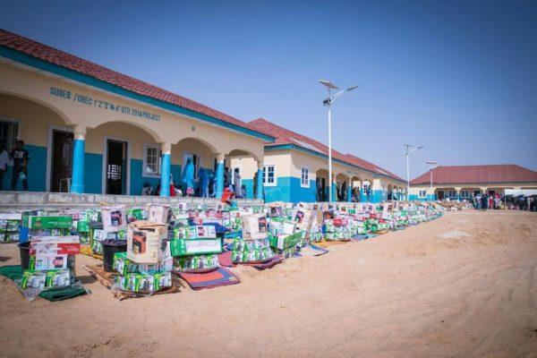 Aisha Buhari Donates Food Stuff to Kaga Community7