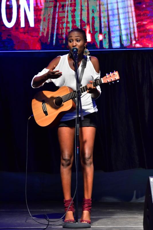 Aramide performing 1