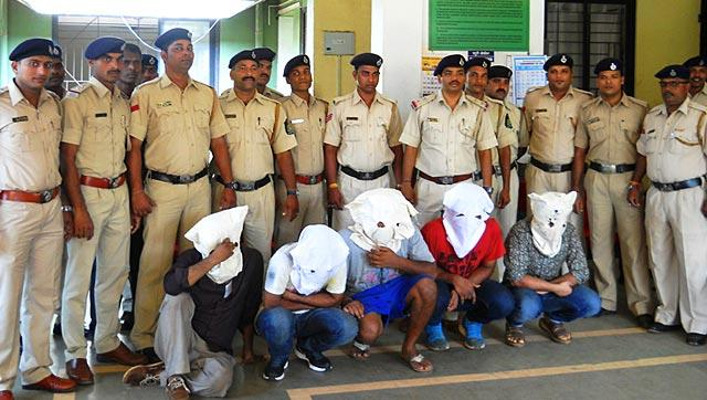 https://www.bellanaija.com/wp-content/uploads/2016/10/India-Police-in-Goa-With-Some-of-the-Suspects.jpg