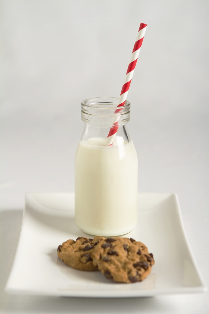 dreamstime_milk and cookies