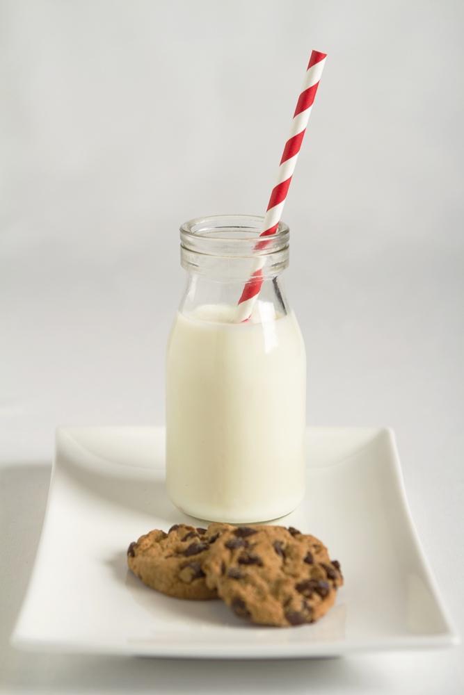 dreamstime_milk and cookies