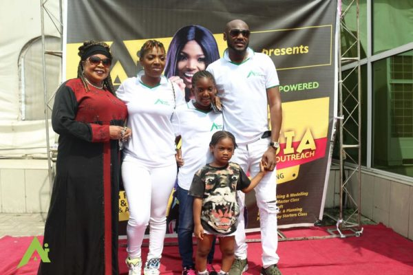 annies-mom-andthe-idibia