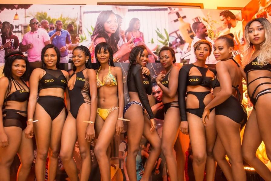 bikin-clad-ladies-at-mansion-party-2