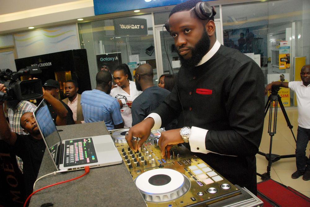 dj-obi-entertaining-guests