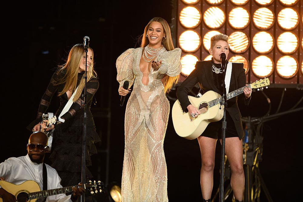 THE 50th ANNUAL CMA AWARDS - The 50th Annual CMA Awards, hosted by Brad Paisley and Carrie Underwood, broadcasts live from the Bridgestone Arena in Nashville, Wednesday, November 2 (8:00-11:00 p.m. EDT), on the ABC Television Network. (Image Group LA/ABC via Getty Images) EMILY ROBISON, BEYONCE, NATALIE MAINES