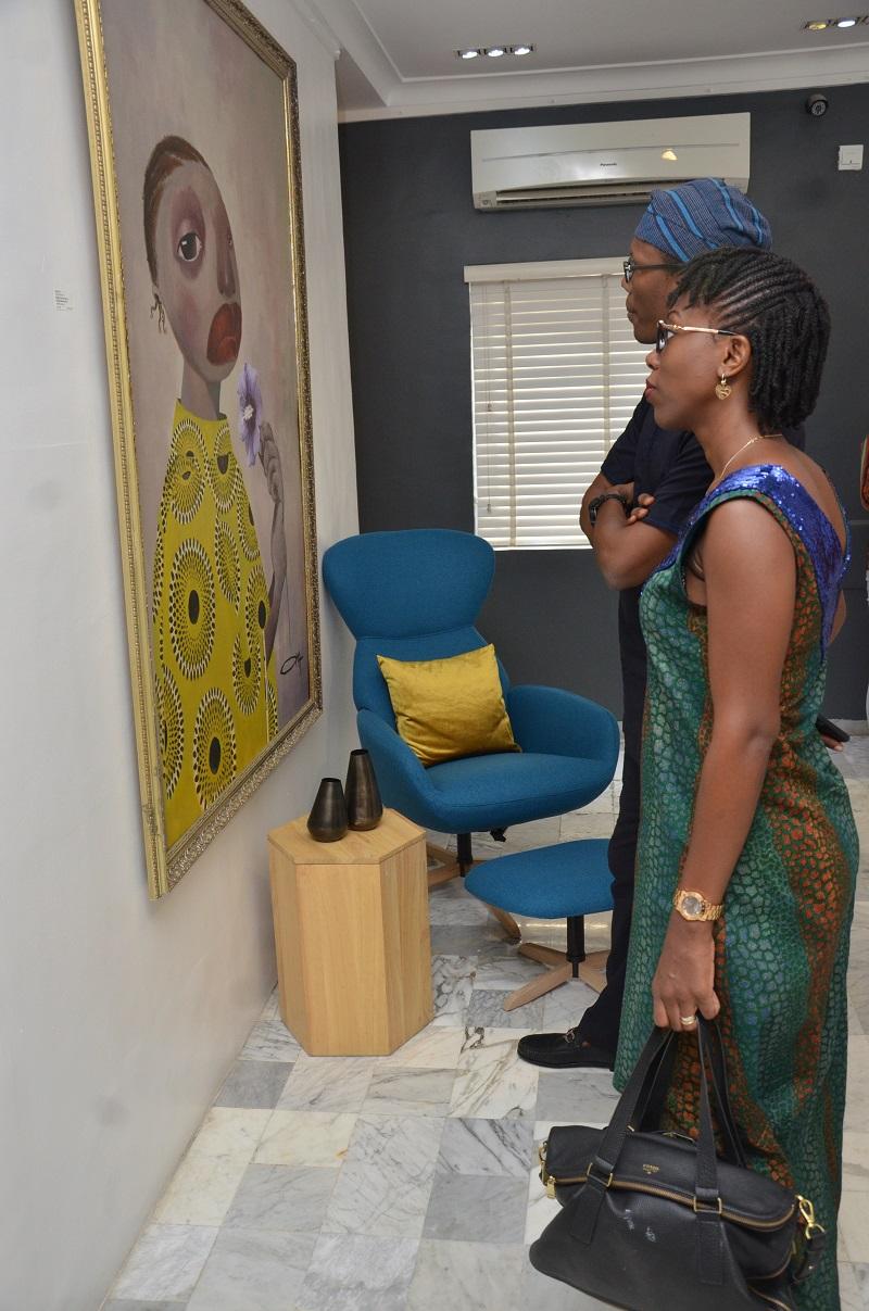 guests-admiring-art
