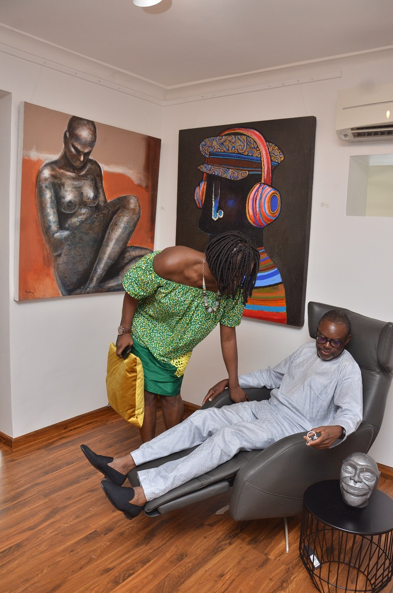 mr-tayo-rotimi-in-the-new-leather-recliner