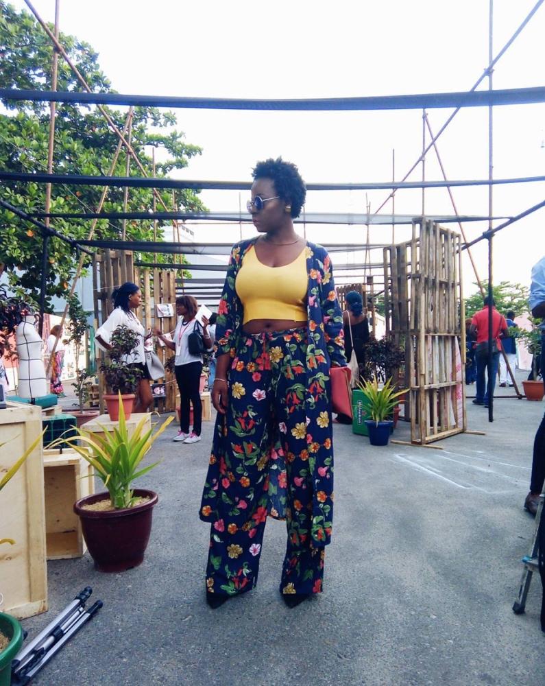 deola-adebiyi-heineken-lagos-fashion-and-design-week-2016-street-style_2_bellanaija