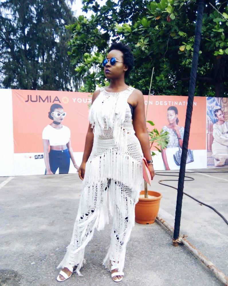 deola-adebiyi-heineken-lagos-fashion-and-design-week-2016-street-style_4_bellanaija