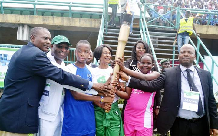 L-R: Director-General of School Sports, Lagos State Sport Commission, Mr. Moses Kolawole; Managing Director/CEO, Heritage Bank, Ifie Sekibo; Heritage Bank-Lagos State Skoolimpics Torch Bearer, Momore Opawole; Heritage Bank-Lagos State Skoolimpics Ambassador, Mary Onyali; Torch Bearer, Favour Ojo and Representative of Lagos State Commissioner for Sports and Director General, School Sports, Lagos State Sports Commission, Dewunmi Ogunsanya
