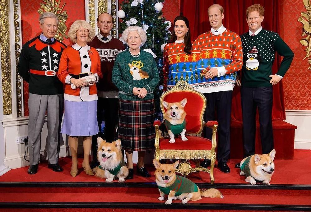 La famille Royale britannique en pull moche de noël - Musée Tussauds à Londre