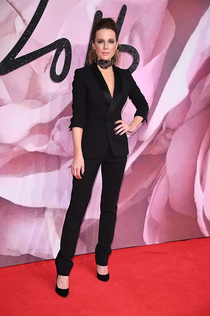 LONDON, ENGLAND - DECEMBER 05: Kate Beckinsale walks the red carpet for the British Fashion Awards 2016 on December 5, 2016 in London, England. (Photo by Venturelli/Getty Images for GUCCI)