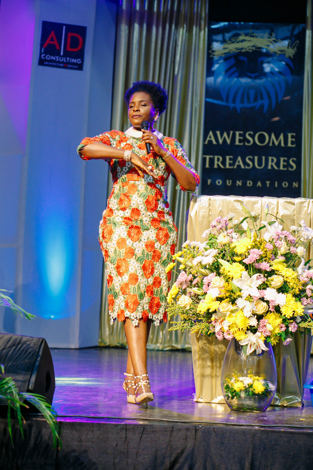 mrs-olajumoke-adenowo-ministering-at-the-awesome-awards-_-thanksgiving-summit