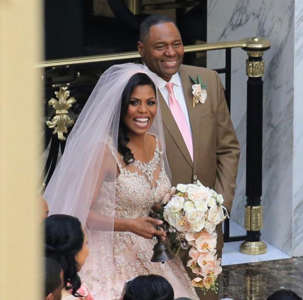 Omarosa Wedding Dress.Omarosa Manigault Gets Married To Her Beau Pastor John Allen