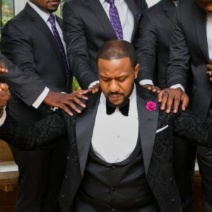 This Viral Video of a Groom and his Groomsmen Worshipping on the Morning of his Wedding is so Inspiring!
