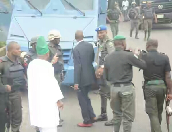 BellaNaija - Governor Ibikunle Amosun's Convoy hit by CBN Bullion Van