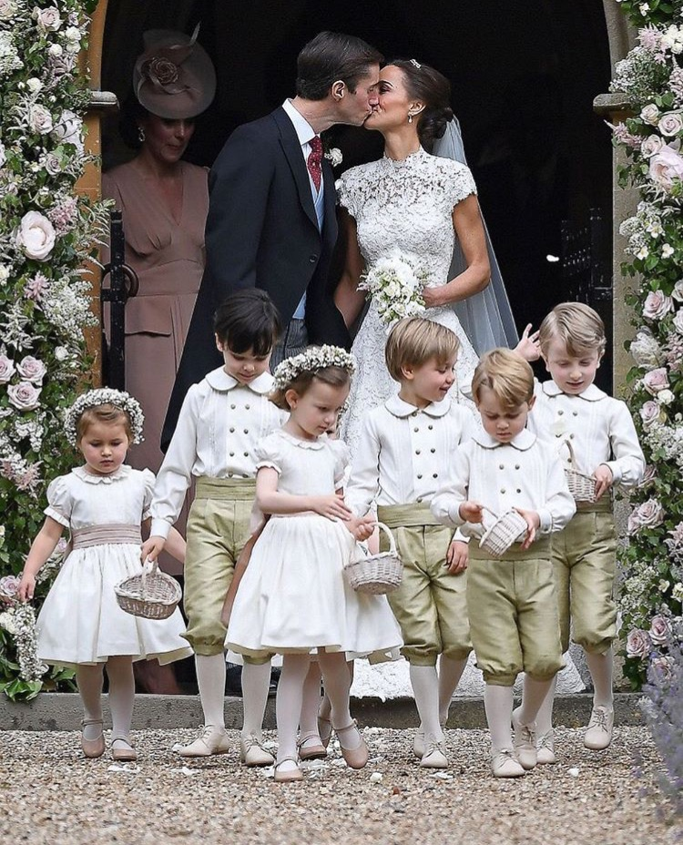 pipa middleton wearin giles deacon wedding dress