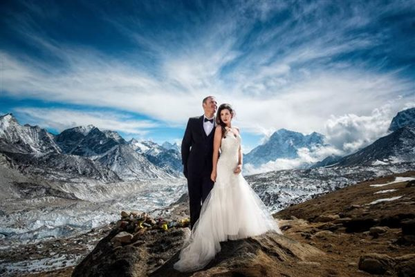 BellaNaija - No Mountain Too High! Couple gets Married on Mount Everest | See Photos