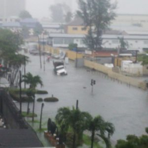 BellaNaija - Police block Ahmadu Bello Way following Heavy Flood