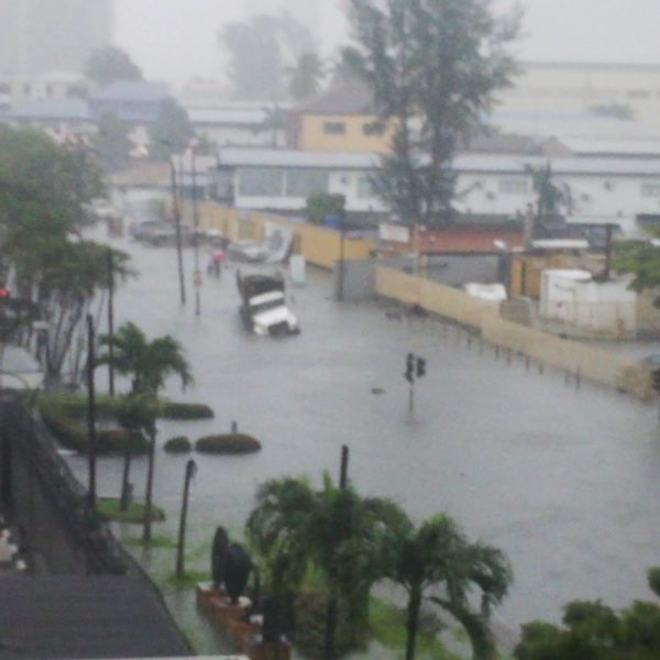 BellaNaija - Police block Ahmadu Bello Way following Heavy Flood