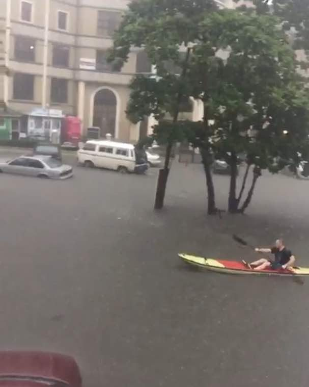 Lekki, Victoria Island, VGC flooded | Watch